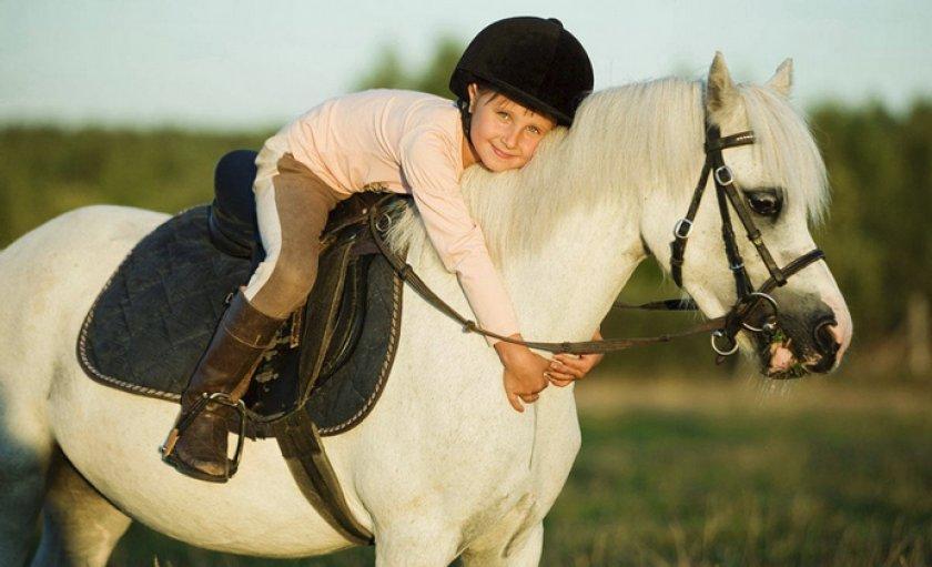 Ребенок на коне